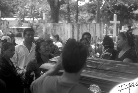 fotografia-Grito-desesperado-cementerio-abril-2011-JP